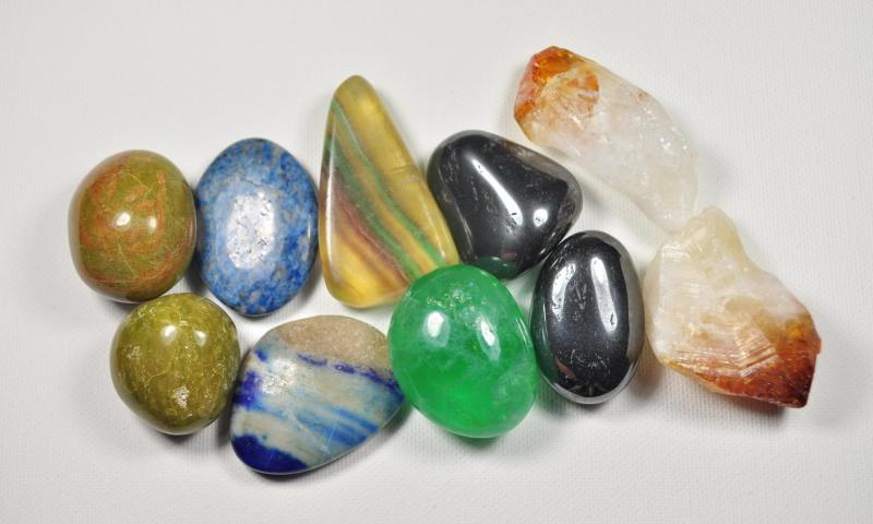 Poldragi kamni
